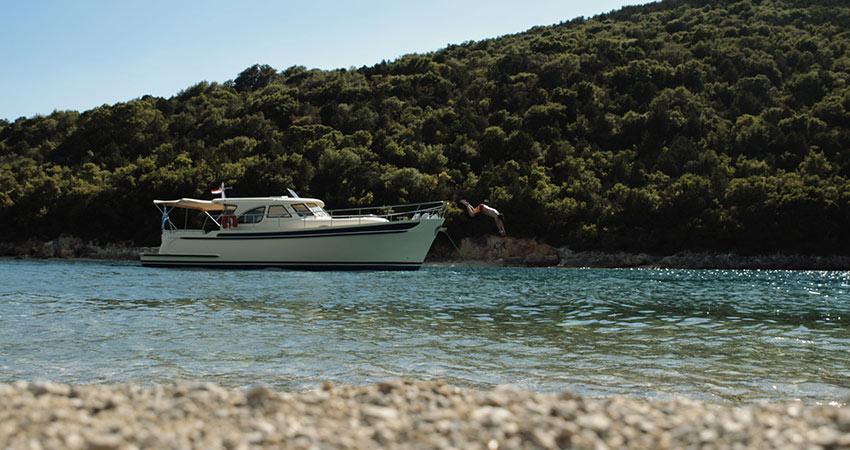 Bareboat charter Greece motorboat